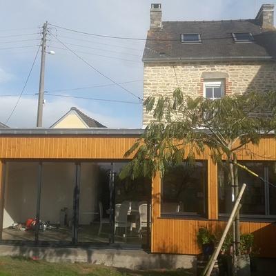 Extension d''une maison en bardage bois à Matignon