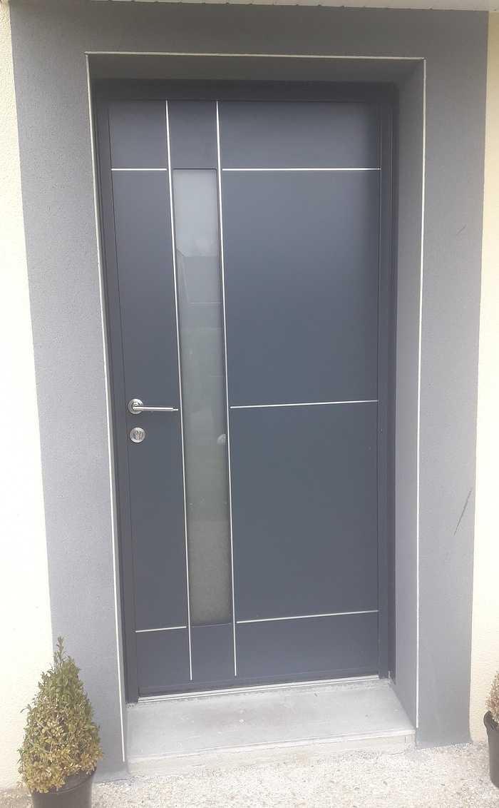 Porte d''entrée moderne en aluminium à Ploubalay 0