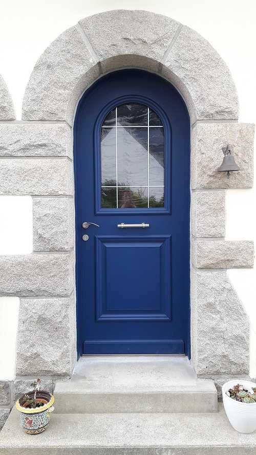 Changement de la porte d''entrée à Saint-Cast le Guildo hirrien