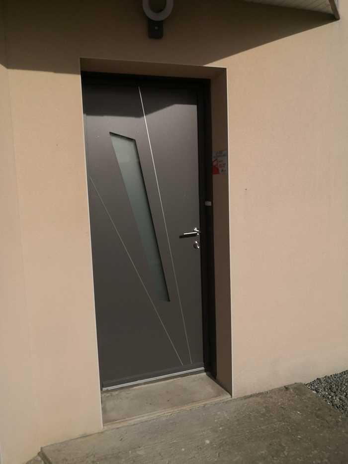Porte d''entrée aluminium à Matignon 0