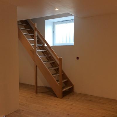 Escalier bois à Matignon