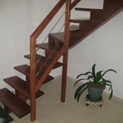 Escalier limon central câble Inox