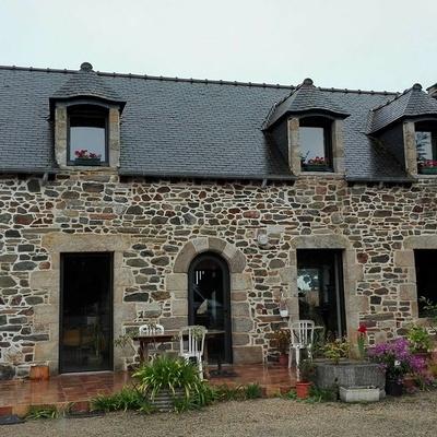 Extension en bois d''une maison d''habitation en pierre - Pléboulle