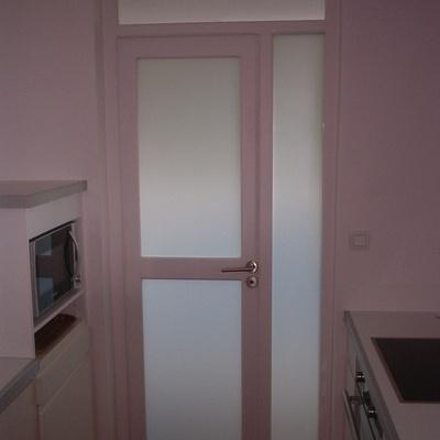 Porte avec vitrage dépoli pour salle de bain