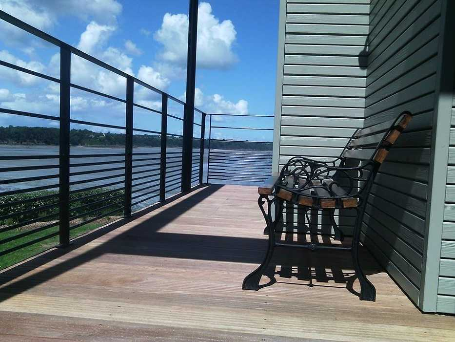 Terrasse bois et garde corps en bord de mer - St Jacut de la mer 0