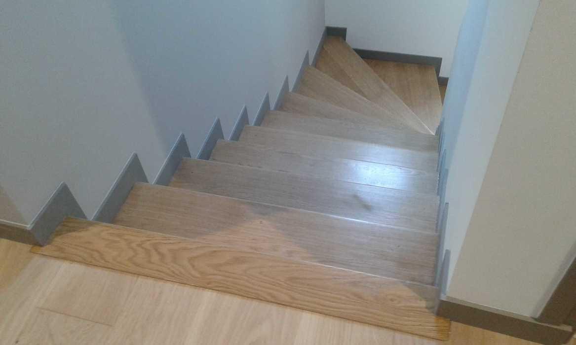 Marches chêne sur escalier béton e5-4