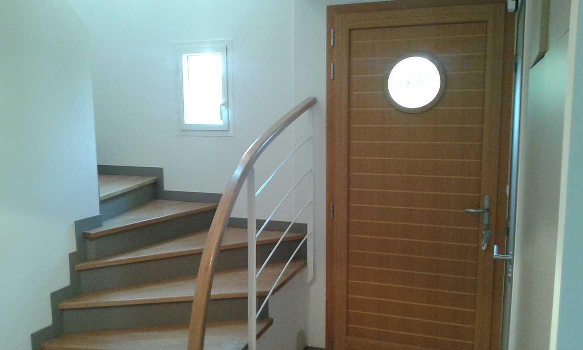 Marches chêne sur escalier béton 0