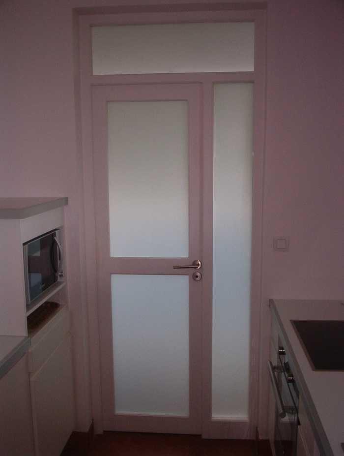 Porte avec vitrage dépoli pour salle de bain 0