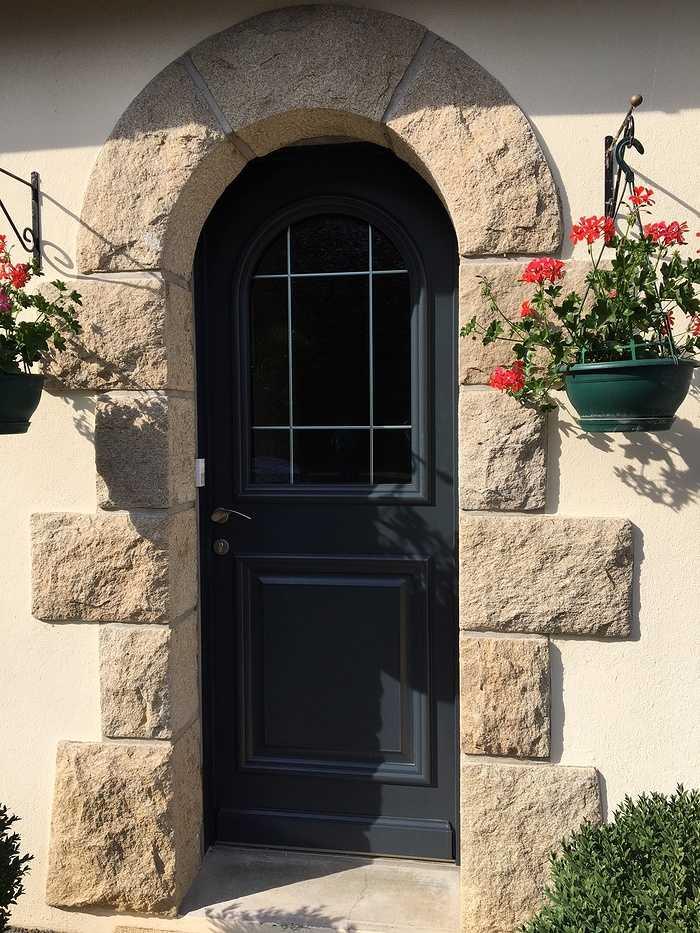 Pose d''une porte d''entrée à Saint Denoual 0