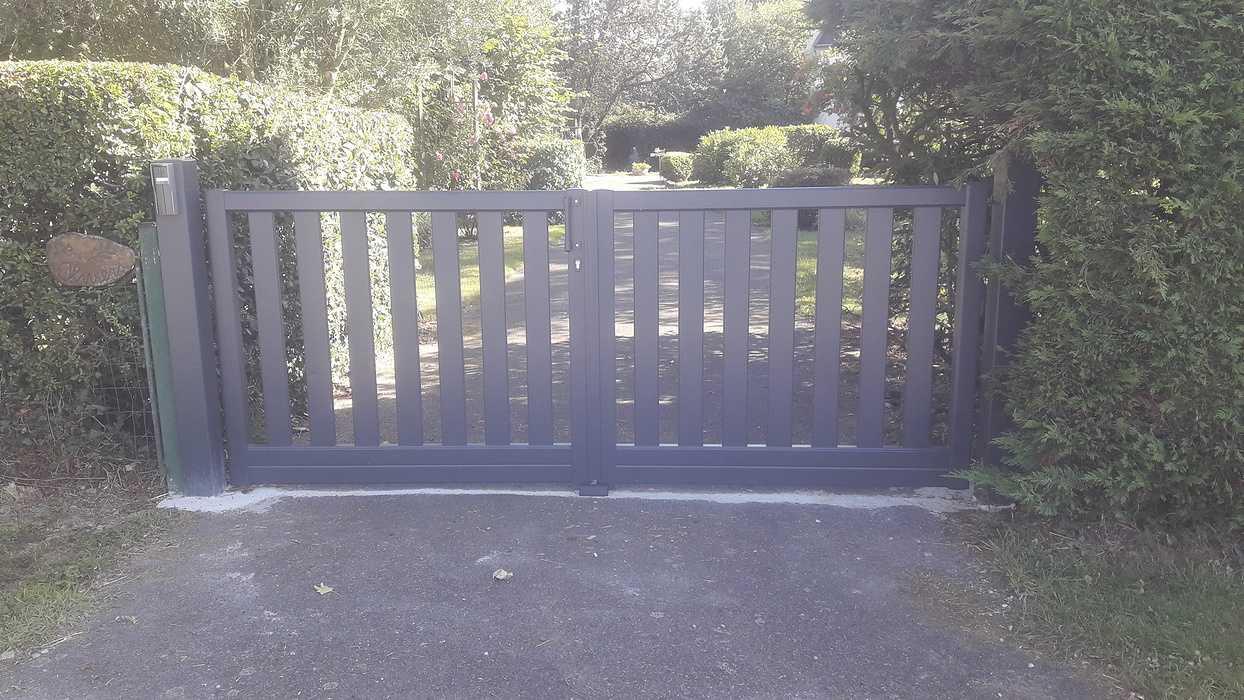Mise en place d''un portail et d''un coulissant à Saint Denoual 0