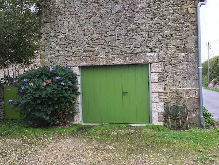 Porte de garage métallique à Saint Lormel 0