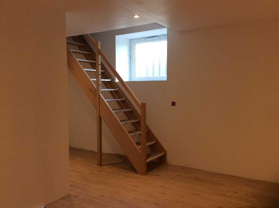 Escalier bois à Matignon 0