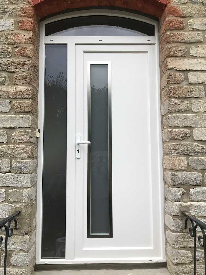 Porte d''entrée PVC à Matignon 0