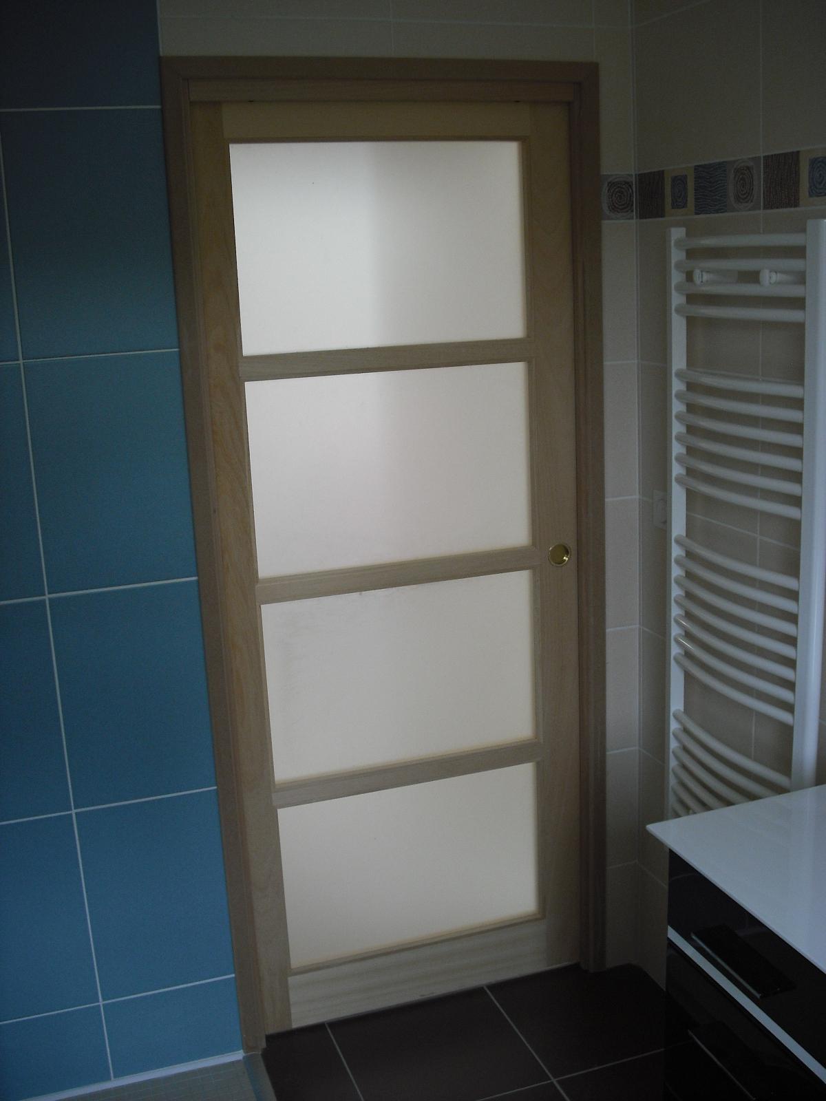 Porte vitré à galandage pour salle de bain